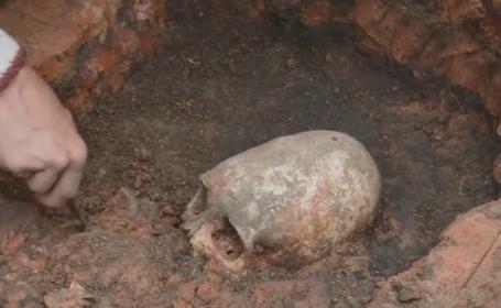 Un craniu cu o forma neobisnuita, descoperit in Rusia. Cui apartine scheletul dezgropat in muntii Urali. VIDEO