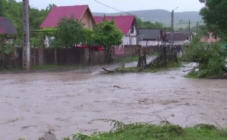 Nu au platit 10 euro pe an pentru asigurarea obligatorie, iar acum inundatiile le-au luat totul. \