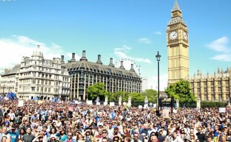 Zeci de mii de britanici au protestat fata de iesirea Marii Britanii din UE. \