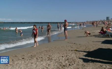 Steagul rosu, arborat pe plajele din sudul litoralului. Turistii au ignorat avertismentele salvamarilor si au intrat in apa