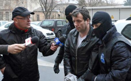 Hackerul roman Guccifer, condamnat la 4 ani si 4 luni de inchisoare in SUA