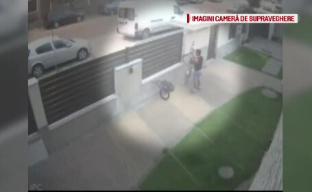 Un barbat este cautat de politisti, dar si pe Facebook, dupa ce a furat o bicicleta din curtea unei case. Totul a fost filmat