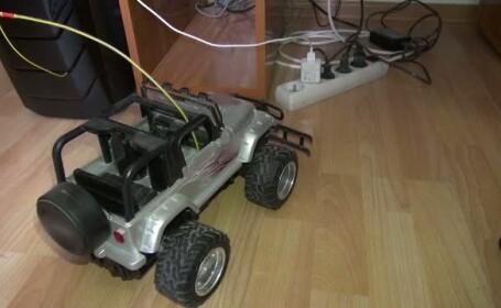 Copil de 3 ani din Tecuci, electrocutat dupa ce a introdus antenele unei masinute in priza. Autoritatile au deschis o ancheta