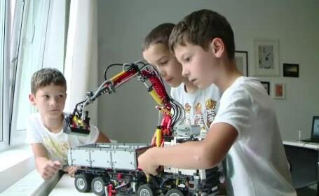 Atelier de robotica pentru cei mici, in Iasi. Copiii invata inginerie printr-un joc interactiv cu piese lego