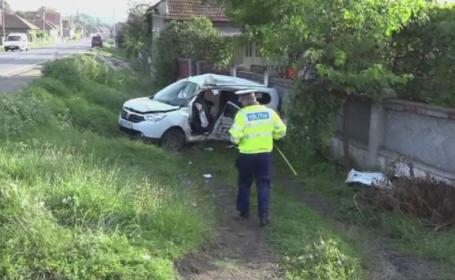 O femeie a murit si trei barbati sunt grav raniti dupa ce masina care ii ducea la dializa s-a ciocnit de un TIR, in Alba