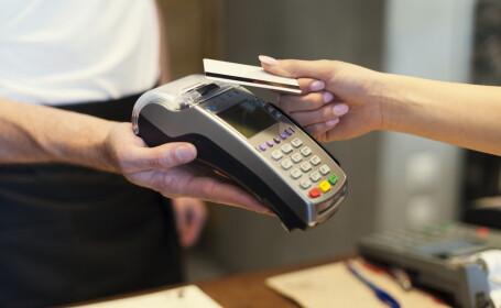 plata cu cardul - shutterstock