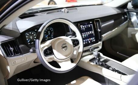 Cangurii le creeaza probleme masinilor cu pilot automat de la Volvo. Sistemul nu ii mai poate detecta cand incep sa sara