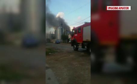 Incendiu violent in Craiova. O hala cu transformatoare de curent electric a fost cuprinsa de flacari