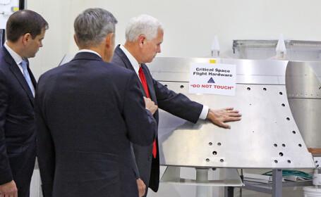 Val de ironii online dupa ce vicepresedintele american a pus mana pe un echipament NASA pe care scria \