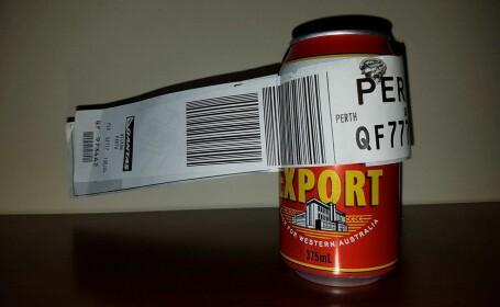 Un turist australian s-a prezentat la check-in cu o cutie de bere pe post de bagaj de cala. Ce a urmat a devenit viral