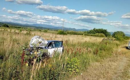 Accident pe DN6, la intrarea in Lugoj. Doua masini s-au lovit in timpul unei depasiri si au iesit de pe sosea