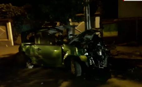 Un barbat din Olt a murit in timp ce se afla intr-o masina parcata. Un sofer vitezoman l-a izbit in plin