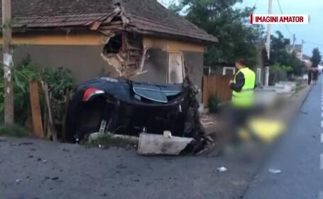 O tanara a murit si un barbat a fost ranit grav dupa ce au intrat cu masina intr-un cap de pod, pe DN 56A, in Mehedinti