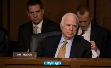 Senatorul american John McCain sufera de cancer cerebral. Mesajul lui Obama