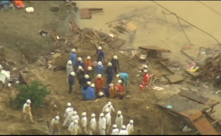 Japonia, lovită de inundații și alunecări de teren. 73.000 de persoane caută dispăruții