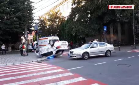 Dezastrul produs de un polițist care nu a respectat culoarea roșie a semaforului. Cum a fost pedepsit