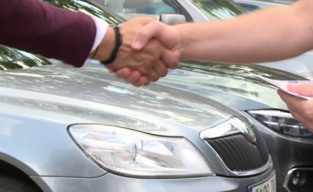 Românii care s-au ales cu dosar penal pentru deținere ilegală de armă, după ce și-au înmatriculat mașina în Bulgaria