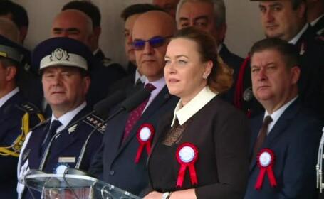 Discursul lui Carmen Dan, întrerupt cu aplauze de absolvenții Academiei de Poliție
