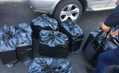 Poliţişti de frontieră filmați când încărcau în maşină saci cu ţigări de contrabandă din Serbia