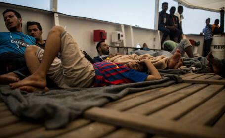 Opt persoane au fost găsite moarte într-un vehicul frigorific care transporta migranţi