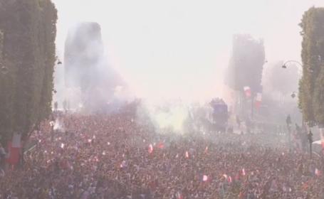 Noii campioni mondiali au adus trofeul la Paris. Sute de mii de oameni i-au întâmpinat. VIDEO