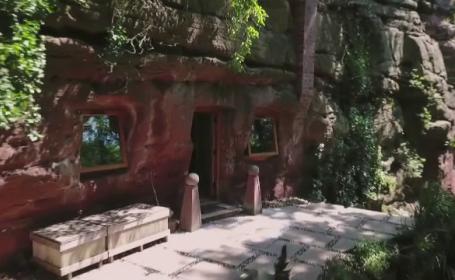 Povestea bărbatului care locuiește într-o peșteră. Cu cât o închiriază