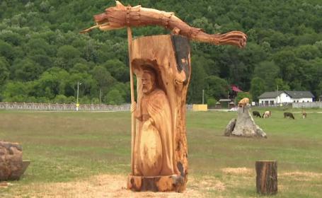 Sculpturi obținute cu ajutorul drujbei, expuse la Polovragi