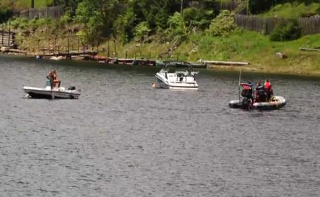 Directorul APIA Cluj căzut din barcă în Lacul Beliș, căutat de scafandri. FILMUL incidentului