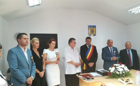 """Un primar din Dâmbovița s-a autodeclarat Cetățean de Onoare. Reacția edilului: """"Am vărsat câteva lacrimi"""""""