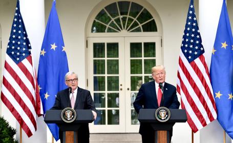 Preşedintele Statelor Unite, Donald Trump, şi preşedintele Comisiei Europene, Jean-Claude Juncker,