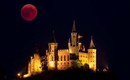 Eclipsa de lună de pe 27 iulie 2018, în imagini. Cum s-a văzut spectacolul cosmic în lume