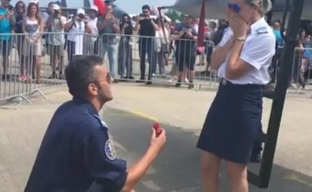 Moment emoționant la BIAS 2018. O angajată a Forțelor Aeriene Române a fost cerută în căsătorie. VIDEO