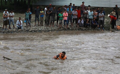 45 de morţi în India, din cauza ploilor. Casele s-au prăbuşit peste oameni