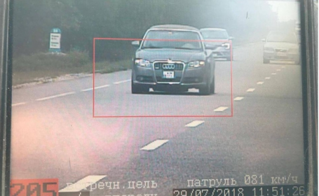 Șofer de 25 de ani, prins când circula cu 220 de km/h. Amenda pe care a primit-o