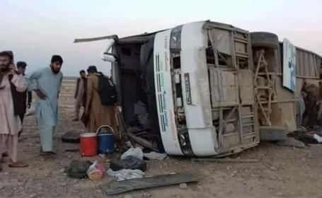 autobuz aruncat in aer