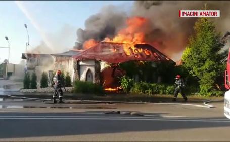 Un incendiu violent a izbucnit la un fost restaurant din Piteşti. Cum au intervenit pompierii