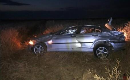 Un copil a murit după ce autoturismul în care se afla a ieşit de pe şosea