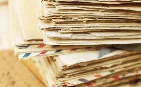 Motivul pentru care un poștaș a îngropat mii de plicuri în pădure