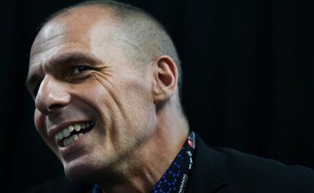 Fostul ministru de finanţe grec Varoufakis s-a luat la bătaie cu poliţia pe aeroport