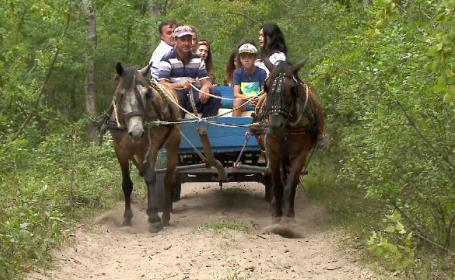 Locul din România unde turiştii au voie să intre doar în căruţe. \