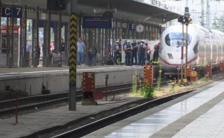 Clipe de groază în Germania. O mama și copilul ei, împinși în fața trenului. VIDEO