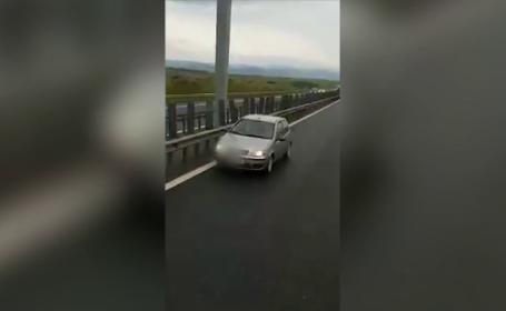 Șofer filmat când mergea pe contrasens, pe autostradă. Două TIR-uri i-au blocat calea