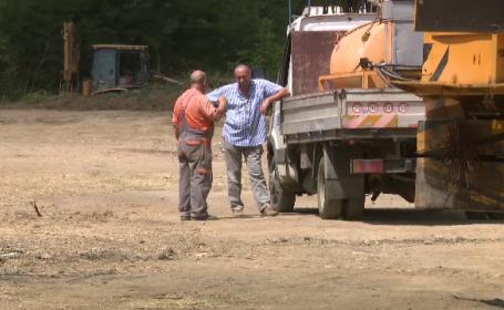 Lucrările la Centura Capitalei merg românește: muncitorii se odihnesc cu spor
