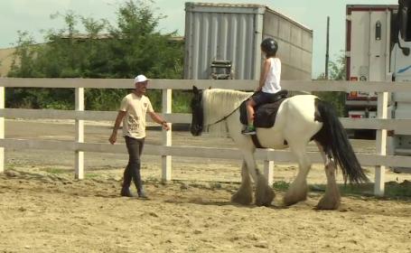 """Echitația face minuni pentru copiii cu probleme. """"Avea fobie la orice, inclusiv la cal. A doua oară nu-l mai puteam da jos"""""""