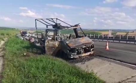 Mașină mistuită de flăcări pe A3. Ce transporta aceasta