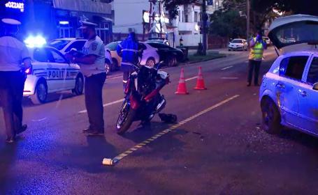 Motociclist din Timişoara, ranit grav de un șofer de 21 de ani care nu i-a acordat prioritate