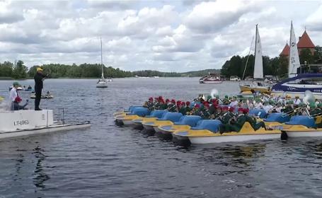 Concert pe un lac din Lituania