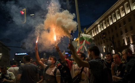 Bulgarii cer demisia guvernului. Protestatarii vor să blocheze parlamentul şi alte instituţii ale statului