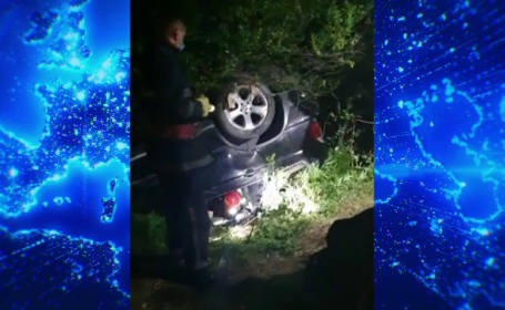 A lovit o altă mașină și s-a răsturnat, dar a fugit de la locul accidentului. Ce a urmat