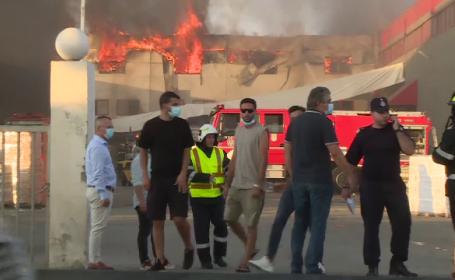 Incendiu violent în Bragadiru. Pompierii încă nu au lichidat toate focarele